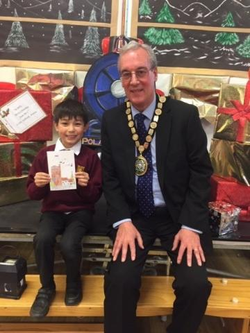 Chairman Cllr Robin Dray and winner Dylan with card